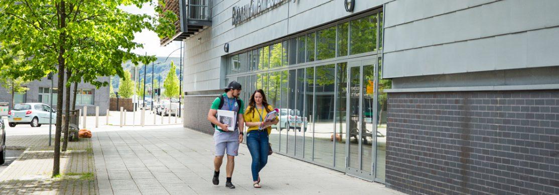 Students outside BGLZ
